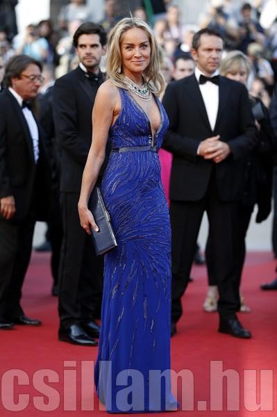 Sharon Stone kék csillogásban