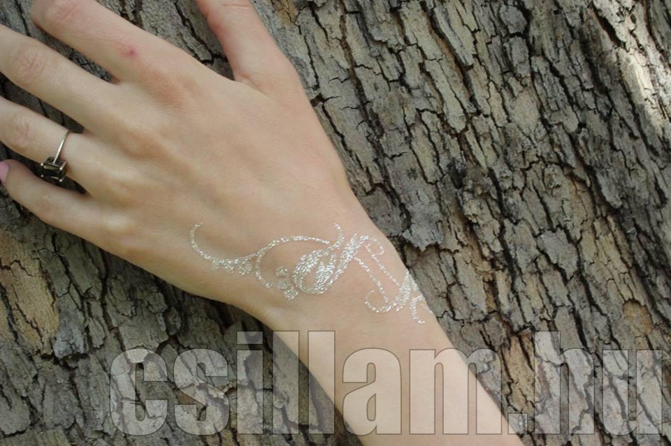 Aviana_Rahl-csillam-csillamvilag-kézdísz-csillámtetoválás (2)