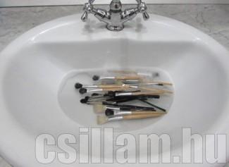 Ecset átmosása mosószerrel