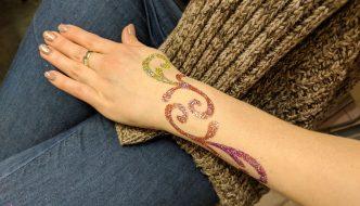 Kreatív csillám tetoválás mintát – csak ötletesen!